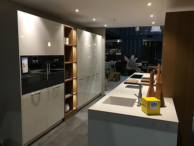 Leicht primo 228 ios leicht küche mit glasfronten und ap in mineralwerkstoff inkl gaggenau geräten
