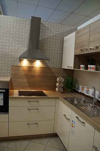 nolte musterk che k che in l form ausstellungsk che in schwandorf von mega k chenwelt. Black Bedroom Furniture Sets. Home Design Ideas