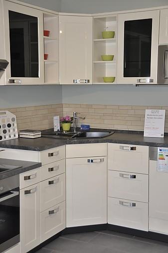 Nobilia Musterküche L Küche in Maxi Arbeitshöhe mit tiefer