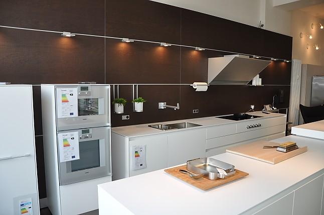 bulthaup musterk che premium ger tetechnik hochwertige innenausstattung nussbaum aluminium. Black Bedroom Furniture Sets. Home Design Ideas