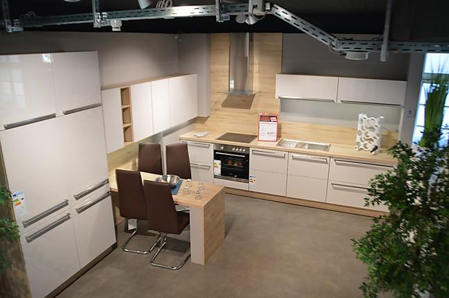 nobilia musterk che gro e k che in seidengrau hochglanz und eiche san remo ausstellungsk che in. Black Bedroom Furniture Sets. Home Design Ideas