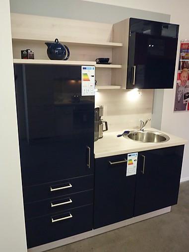 nobilia musterk che teek che in blau hochglanz ausstellungsk che in gummersbach von meine. Black Bedroom Furniture Sets. Home Design Ideas