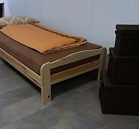 st rmer k chen musterk che moderne wei e k che mit abgesetztem schwarzem glas ausstellungsk che. Black Bedroom Furniture Sets. Home Design Ideas