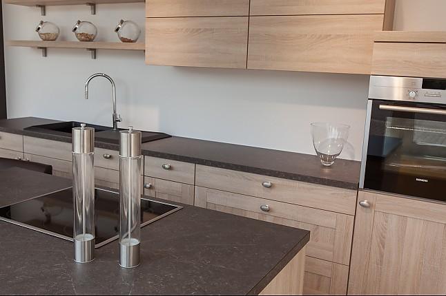 Nobilia-Musterküche Moderne Landhausküche mit Kochinsel und ...