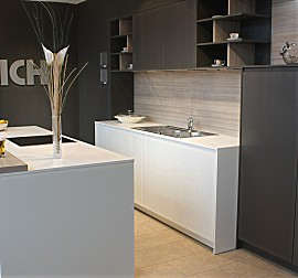 leicht musterk che kochinsel ohne ger te ausstellungsk che in freiburg von die k che. Black Bedroom Furniture Sets. Home Design Ideas