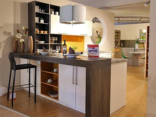 Rational-Musterküche Zeitlose L-Küche mit Thekenlösung zum ...