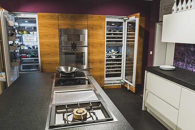 eggersmann musterk che einzigartige luxusk che in hochglanzwei ausstellungsk che in. Black Bedroom Furniture Sets. Home Design Ideas