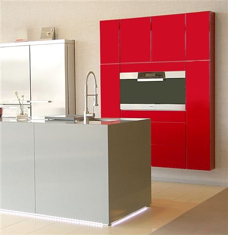 sonstige musterk che top moderne k che in rot hochglanz. Black Bedroom Furniture Sets. Home Design Ideas