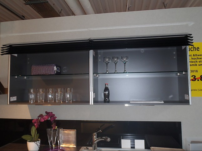 Häcker-Musterküche Moderne Einbauküche mit elektrischen ...