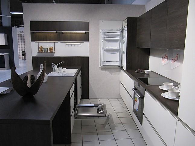 nobilia musterk che moderne mix aus wei und holznachbildung ausstellungsk che in geilenkirchen. Black Bedroom Furniture Sets. Home Design Ideas