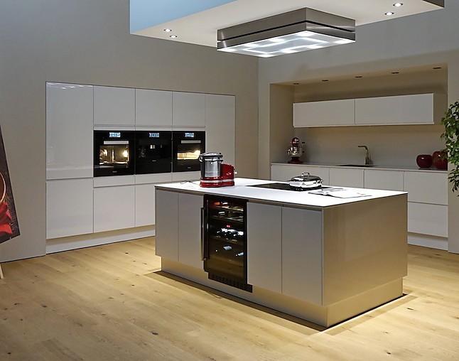 sch ller musterk che gro e luxusk che mit hochkar tigen. Black Bedroom Furniture Sets. Home Design Ideas