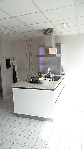 systhema musterk che brillant ausstellungsk che in. Black Bedroom Furniture Sets. Home Design Ideas