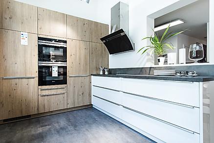 Küchen Gruber - Moderne Küche in Weiß und Holz