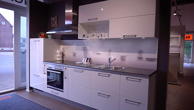 Inpura-Musterküche Top - Küchenzeile inkl. Marken E-Geräte ...