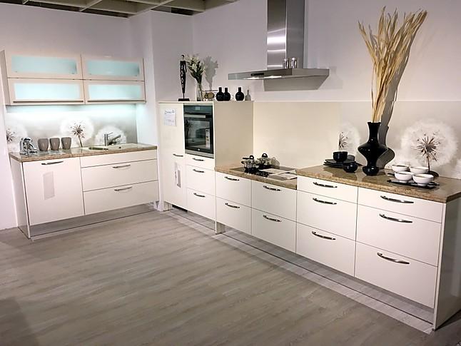 h cker musterk che moderne k chenzeile mit granit arbeitsplatte motiv nischenr ckwand und. Black Bedroom Furniture Sets. Home Design Ideas