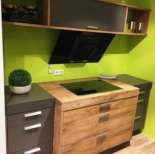nobilia musterk che zwei zeilen in holz und schiefergrau ausstellungsk che in simmern von. Black Bedroom Furniture Sets. Home Design Ideas