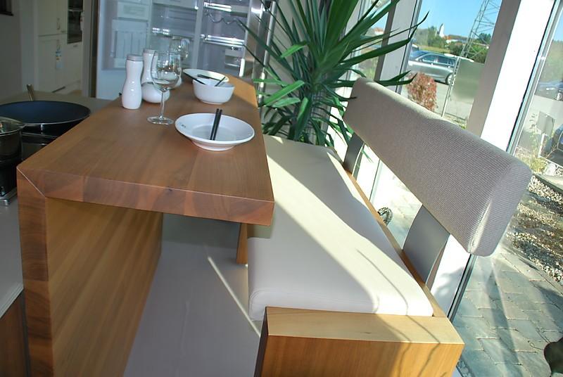 h cker musterk che designerk che mit kochinsel und integriertem essplatz ausstellungsk che in. Black Bedroom Furniture Sets. Home Design Ideas