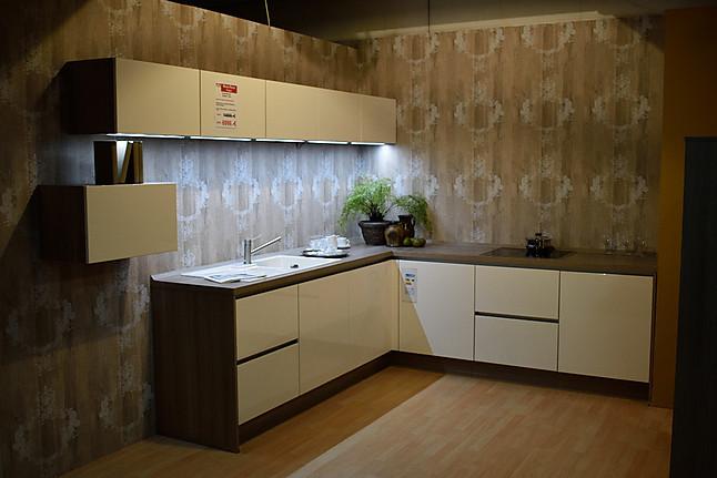 nobilia musterk che moderne l k che mit extra schrankeinheit in hochglanz ausstellungsk che in. Black Bedroom Furniture Sets. Home Design Ideas