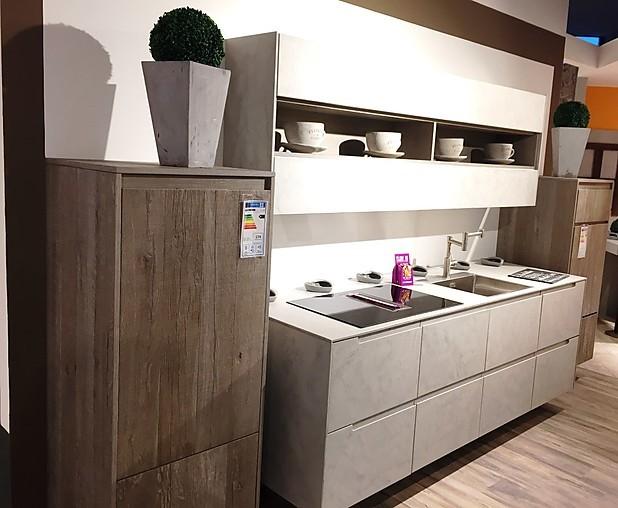beeck musterk che betonfront und echtholz funier zwei zeilen k che ausstellungsk che in simmern. Black Bedroom Furniture Sets. Home Design Ideas