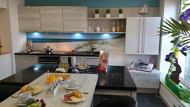 nobilia musterk che nobilia laser sand nautic pine mit quarzstein arbeitsplatte. Black Bedroom Furniture Sets. Home Design Ideas