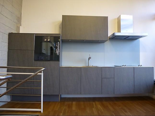 h cker musterk che keramikfront basalt mit glasr ckwand silber ausstellungsk che in hamburg von. Black Bedroom Furniture Sets. Home Design Ideas