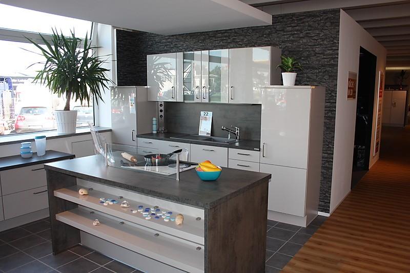 Nobilia musterkuche moderne kuche in hochglanz sand for Küchen kaiserslautern