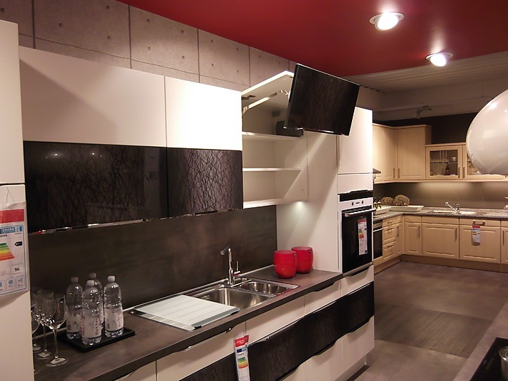 nobilia musterk che highlight weiss mikado ausstellungsk che in bad camberg von m bel urban. Black Bedroom Furniture Sets. Home Design Ideas