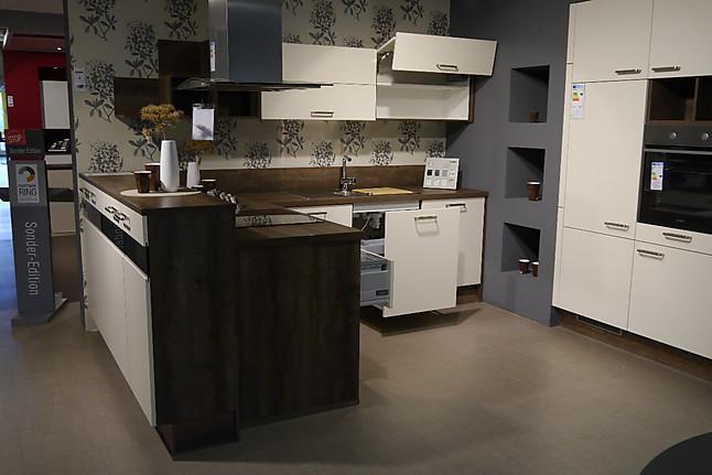 wellmann musterk che koje 2 ausstellungsk che in achern von m o m bel und objekt gmbh. Black Bedroom Furniture Sets. Home Design Ideas