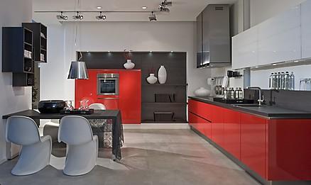 Gemütliche Küche mit roten Fronten