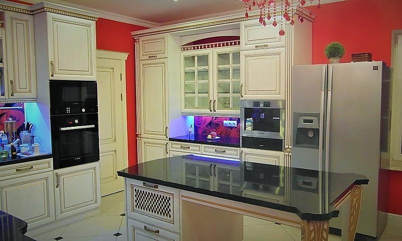 hausmarke musterk che klassische italienische landhausk che aus massivholz mit insel. Black Bedroom Furniture Sets. Home Design Ideas