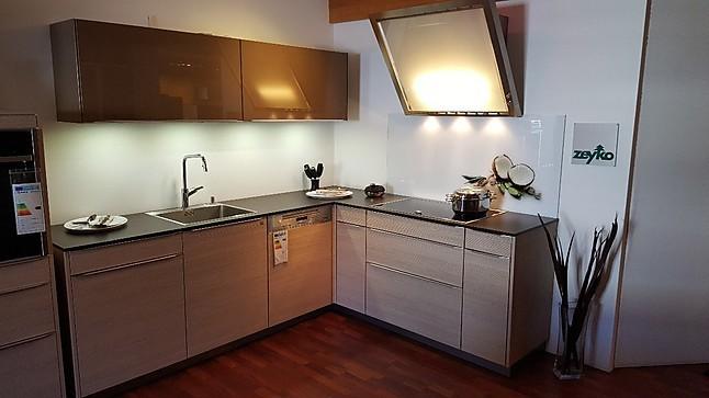 zeyko musterk che l k che im sch nen holzdekor in kombination mit glas ausstellungsk che in von. Black Bedroom Furniture Sets. Home Design Ideas