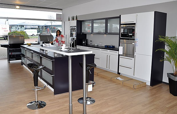 nobilia musterk che gro z gige zweizeilige k che im modernen design ausstellungsk che in. Black Bedroom Furniture Sets. Home Design Ideas