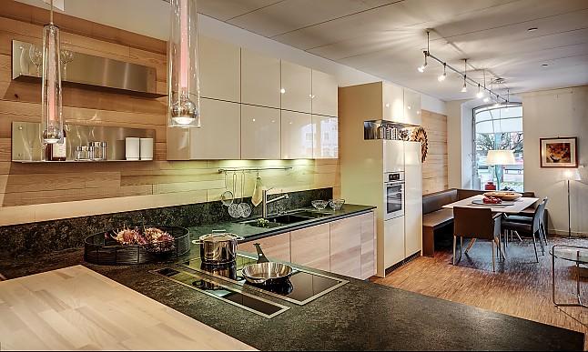 intuo musterk che moderne k che in l form mit granit arbeitsplatte ausstellungsk che in. Black Bedroom Furniture Sets. Home Design Ideas
