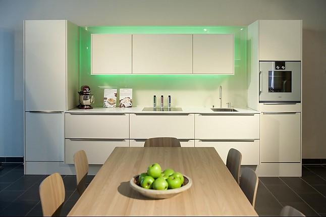 selektion d musterk che zeitlose mattlackierte k chenzeile mit hochwertiger ger te ausstattung. Black Bedroom Furniture Sets. Home Design Ideas