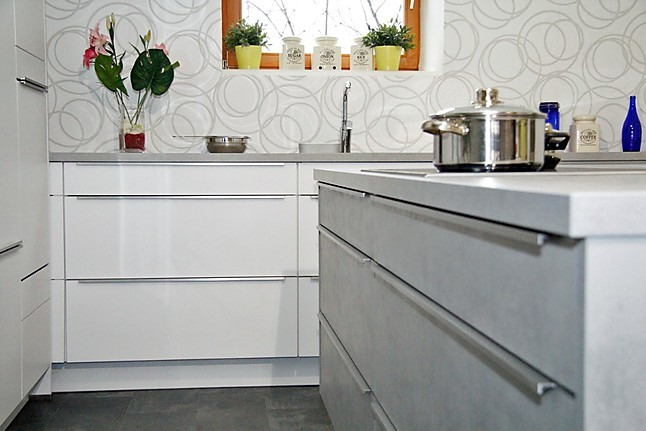 nobilia musterk che beton touch k che mit elektischer h hen ndernung der insel und vario. Black Bedroom Furniture Sets. Home Design Ideas