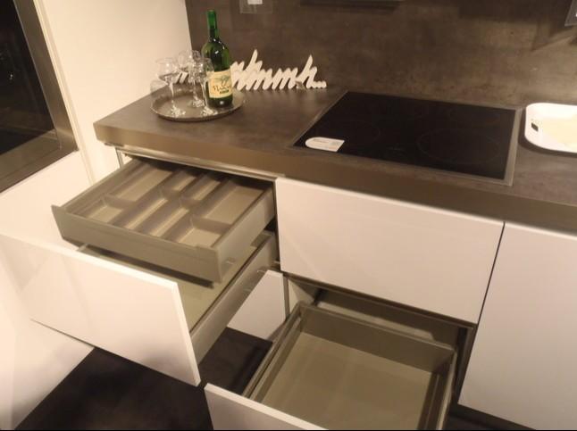 Häcker küchen grifflos beton  Häcker-Musterküche Moderne Einbauküche Polarweiß Hochglanz ...