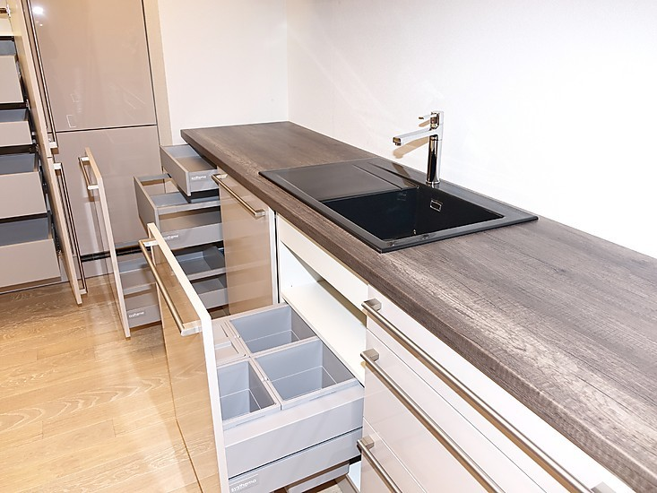 sch ller musterk che elegante gro e musterk che mit kochinsel und toller ausstattung wie z b. Black Bedroom Furniture Sets. Home Design Ideas
