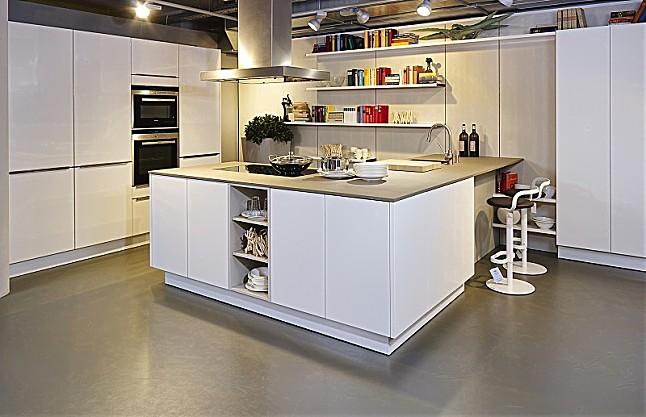 siematic musterk che moderne wei e k che mit halbinsel und sitzgelegenheit ausstellungsk che in. Black Bedroom Furniture Sets. Home Design Ideas
