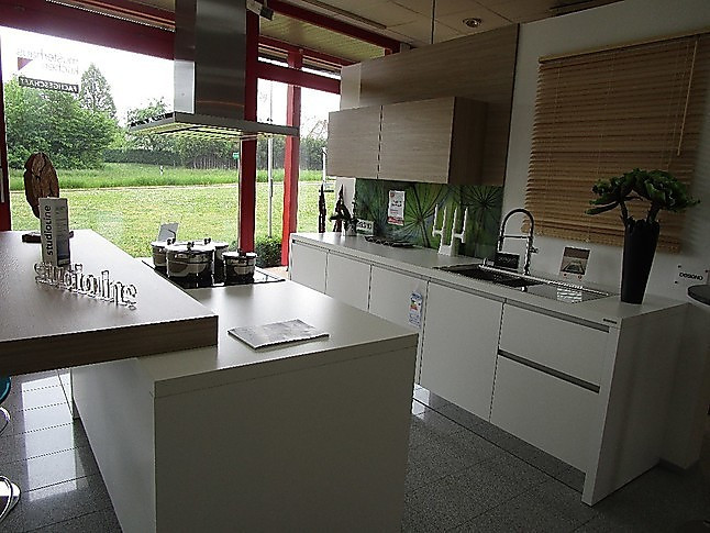 nolte-musterküche moderne küche mit insel und sitzbank
