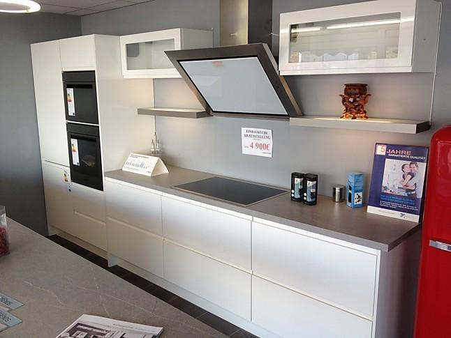 nobilia musterk che nobilia ausstellungsk che grifflos weiss hochglanz lackiert nur m bel. Black Bedroom Furniture Sets. Home Design Ideas