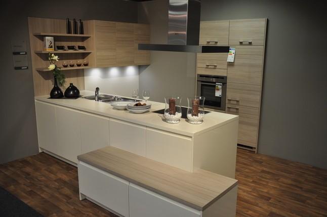 leicht musterk che moderne designk che zum schn ppchenpreis ausstellungsk che in von. Black Bedroom Furniture Sets. Home Design Ideas