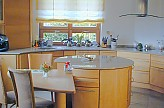 pfister naturholzk chen musterk che runde k cheninsel ausstellungsk che in angelbachtal von. Black Bedroom Furniture Sets. Home Design Ideas