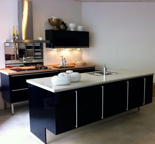 miele k chen musterk che diamanttiefblau ausstellungsk che in essen von grochulski k chen. Black Bedroom Furniture Sets. Home Design Ideas