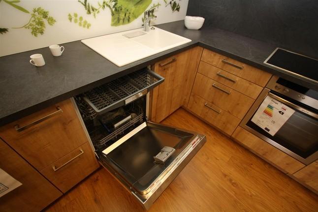sch ller musterk che musterk che bari eiche astig mit e ger te von neff ausstellungsk che. Black Bedroom Furniture Sets. Home Design Ideas