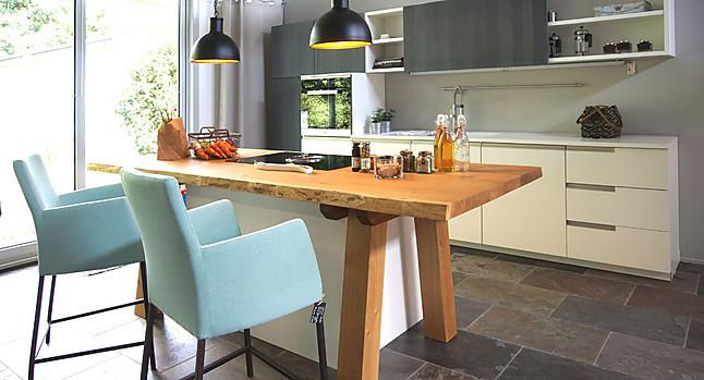 BAX-Musterküche Moderne weiße Einbauküche mit Werkbank aus ...