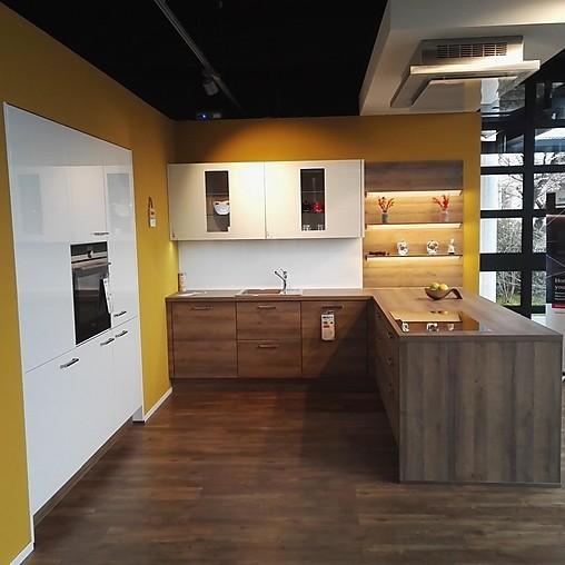 Nobilia-Musterküche Moderne Einbauküche mit Halbinsel ...