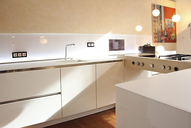 siematic musterk che grifflose k che im zeitlosem design mit glasarbeitsplatte. Black Bedroom Furniture Sets. Home Design Ideas