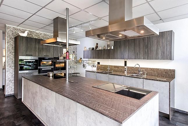 Rational fleetwood graphit repro moderne küche in beton holzoptik mit großer insel 1 7 angebot von varia küchenstudio prühäuser röttenbach