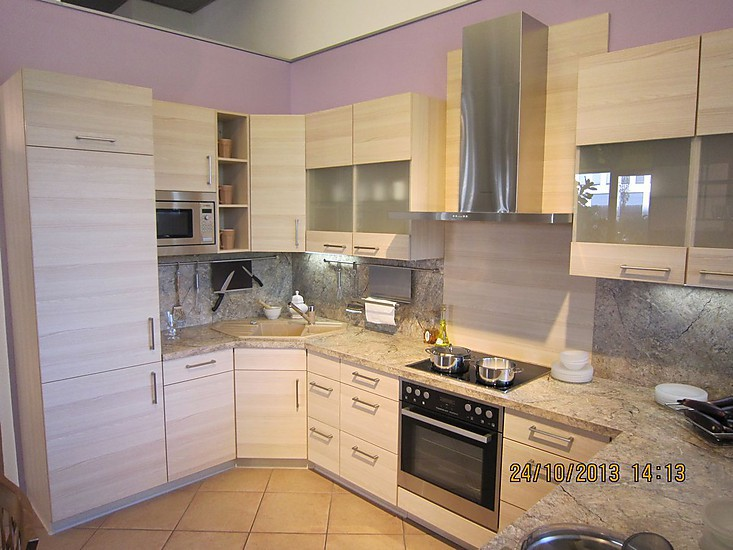 nobilia musterk che platinesche kunststoff pia pflaume kunststoff ausstellungsk che in. Black Bedroom Furniture Sets. Home Design Ideas