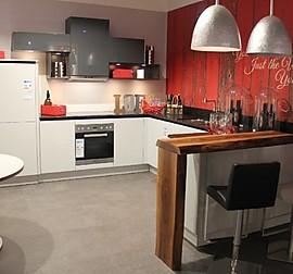 sch ller musterk che moderne zeitlose k che aus pinienholz ausstellungsst ck. Black Bedroom Furniture Sets. Home Design Ideas